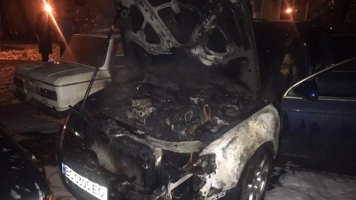 На львовской парковке 30.11.2020 сгорел дотла автомобиль: фото