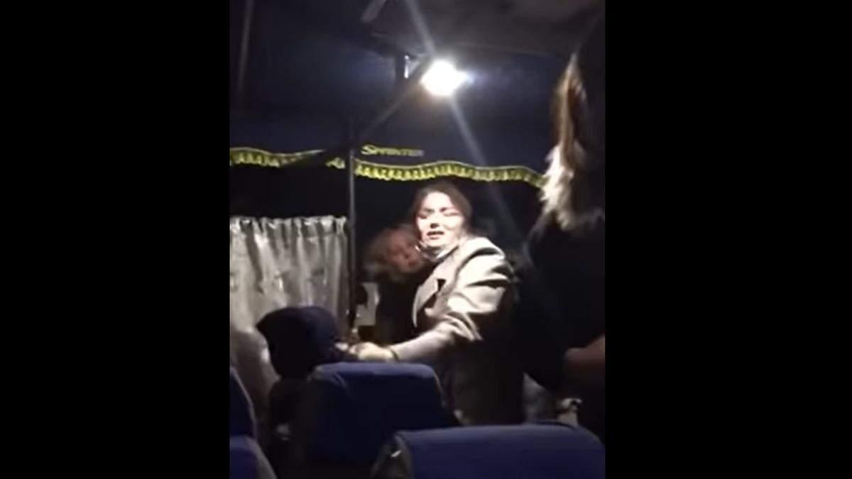 На Волині через маску побилися 2 пасажирки автобуса