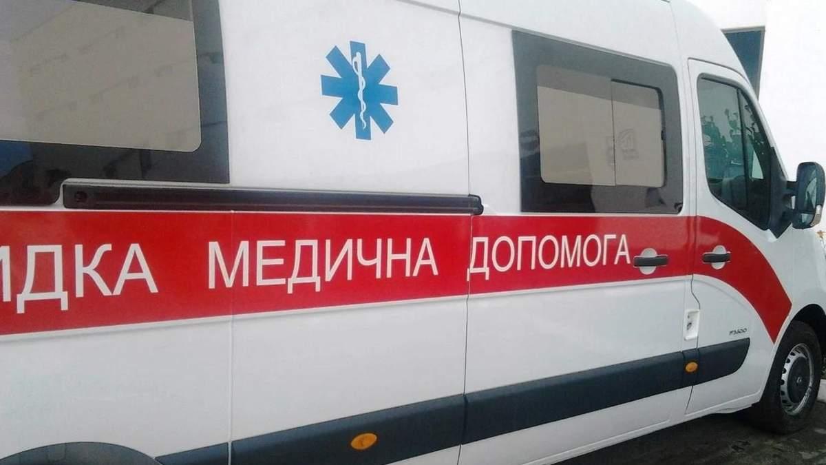 У Слов'янську жінка побила фельдшера, вимагала зробити тест на COVID