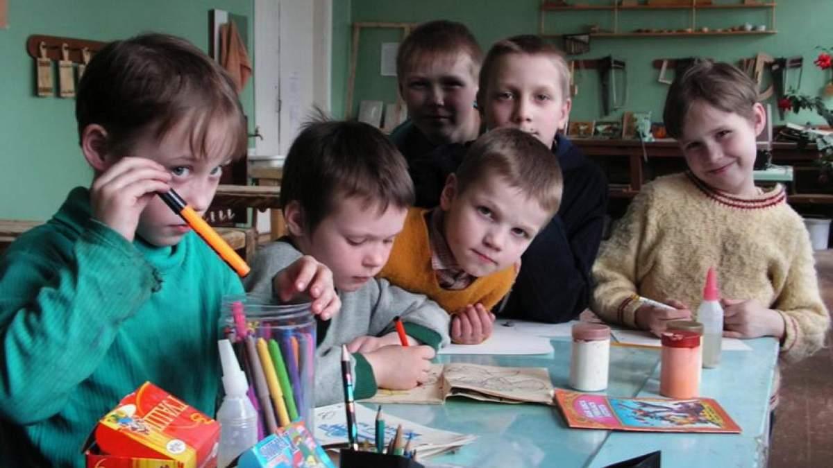 Скандал в России: детдомовцев заставляли петь песни ко Дню матери