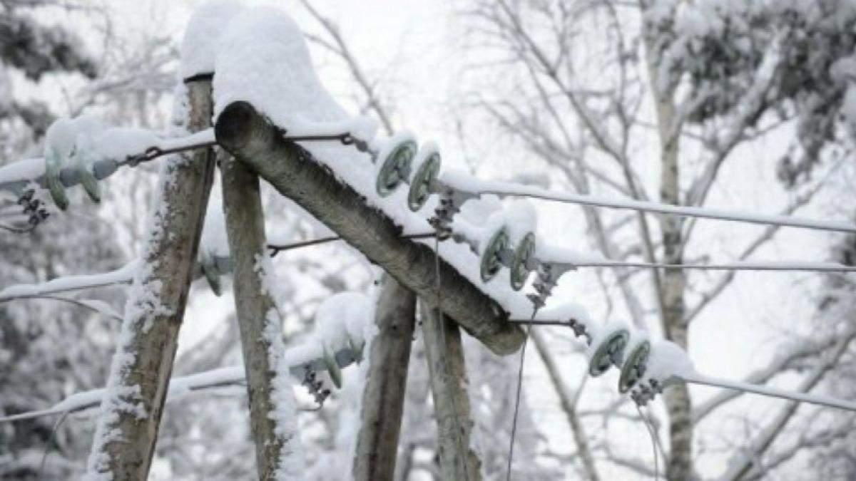 Дома без электричества и гололедица дорогах: Украину накрыла непогода