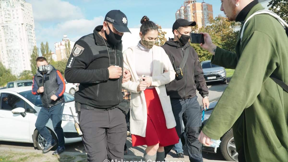 Активистку Femen, что обнажилась перед Зеленским, оштрафовали