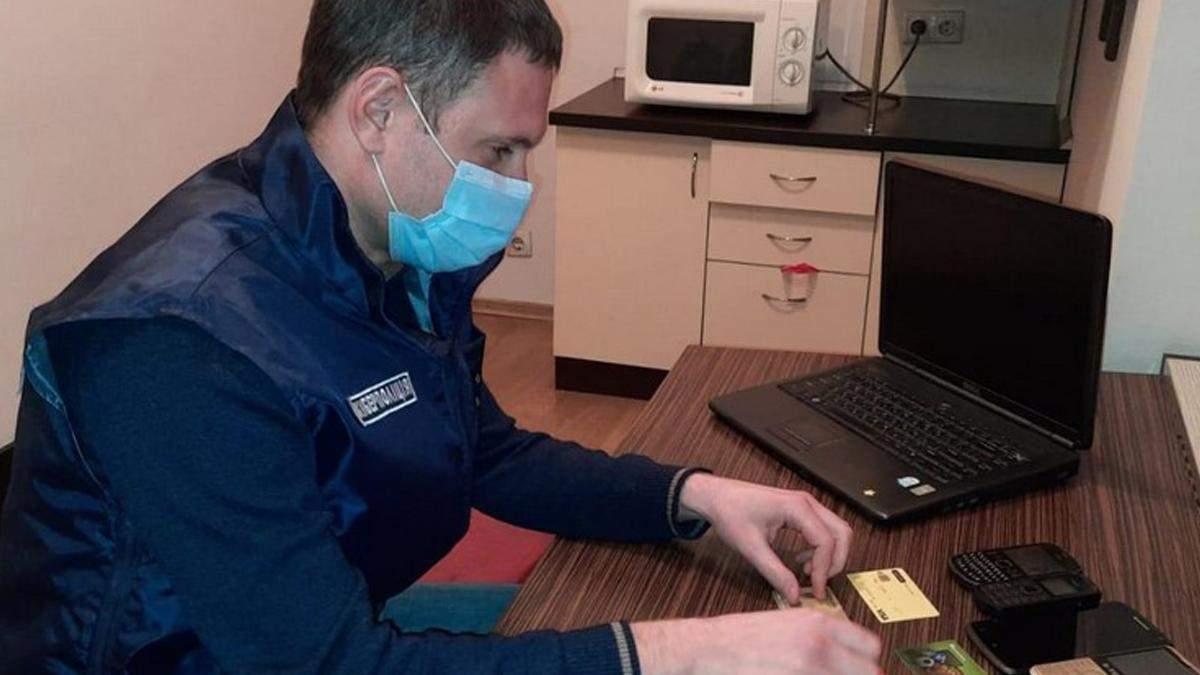 На Дніпропетровщині впіймали шахраїв, які продавали маски