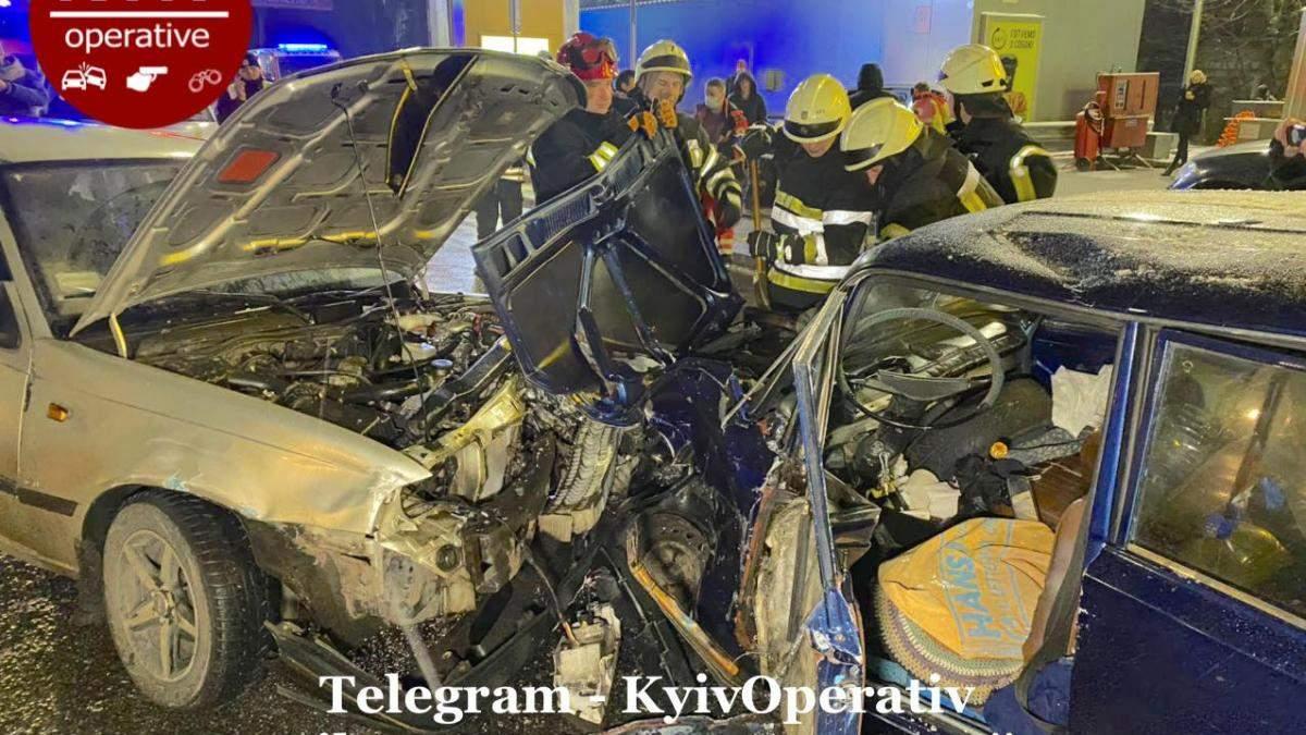 В Киеве 01.12.2020 произошло ДТП с участием 4 автомобилей