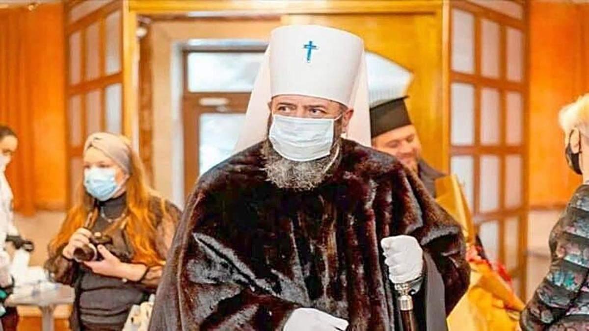 Митрополит Луцький у шубі
