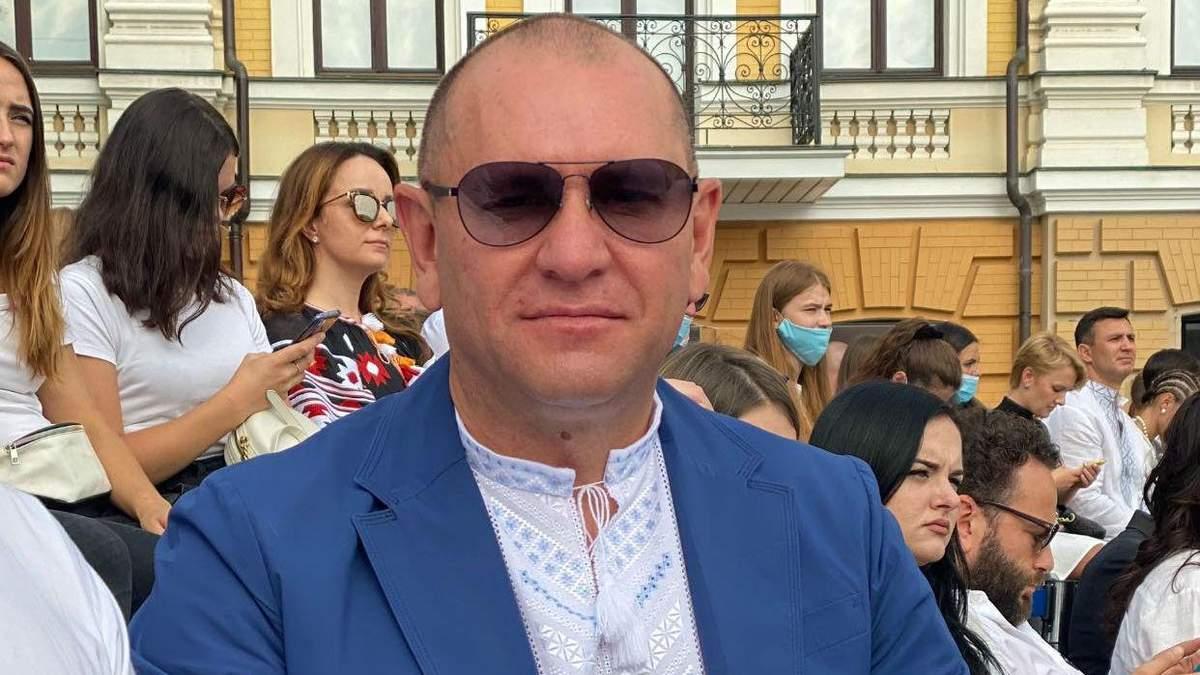 Євген Шевченко приніс в Раду плакат зі середнім пальцем: фото