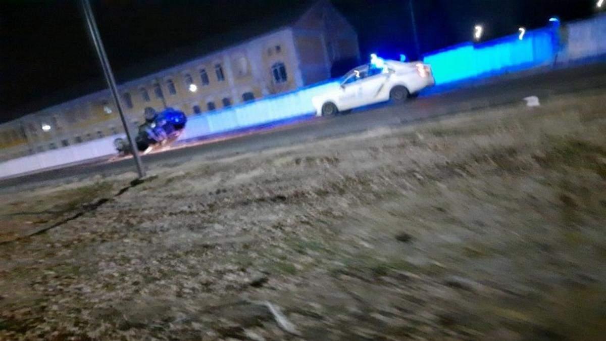 На Волыни 16-летняя девушка уничтожила авто о бетонный забор