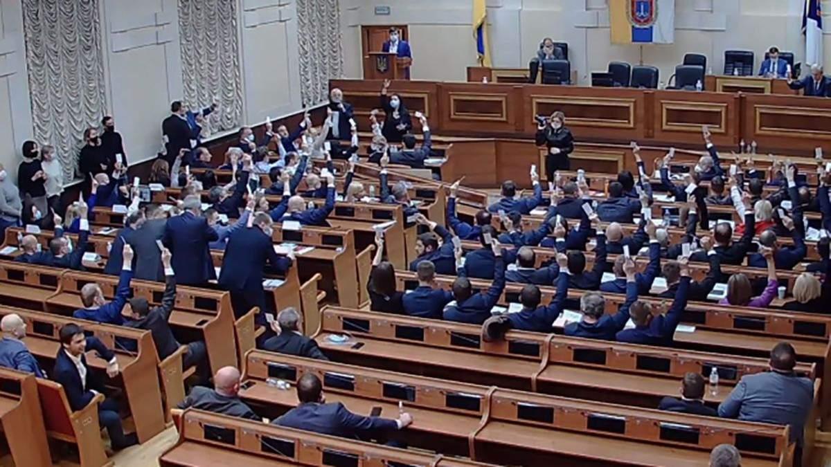 После 12:00 волнений Одесский облсовет наконец начал первую сессию: произошло это поздним вечером 4 декабря 2020