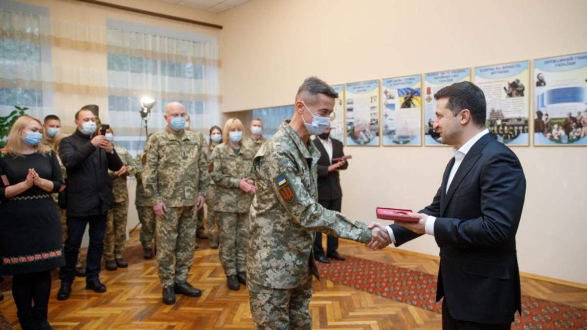В Украине отмечают День волонтера: поздравления Зеленского