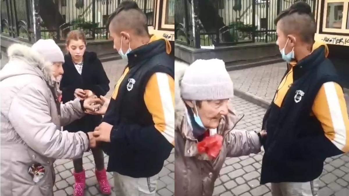 В Івано-Франківську підлітки пограбували бабусю: відео