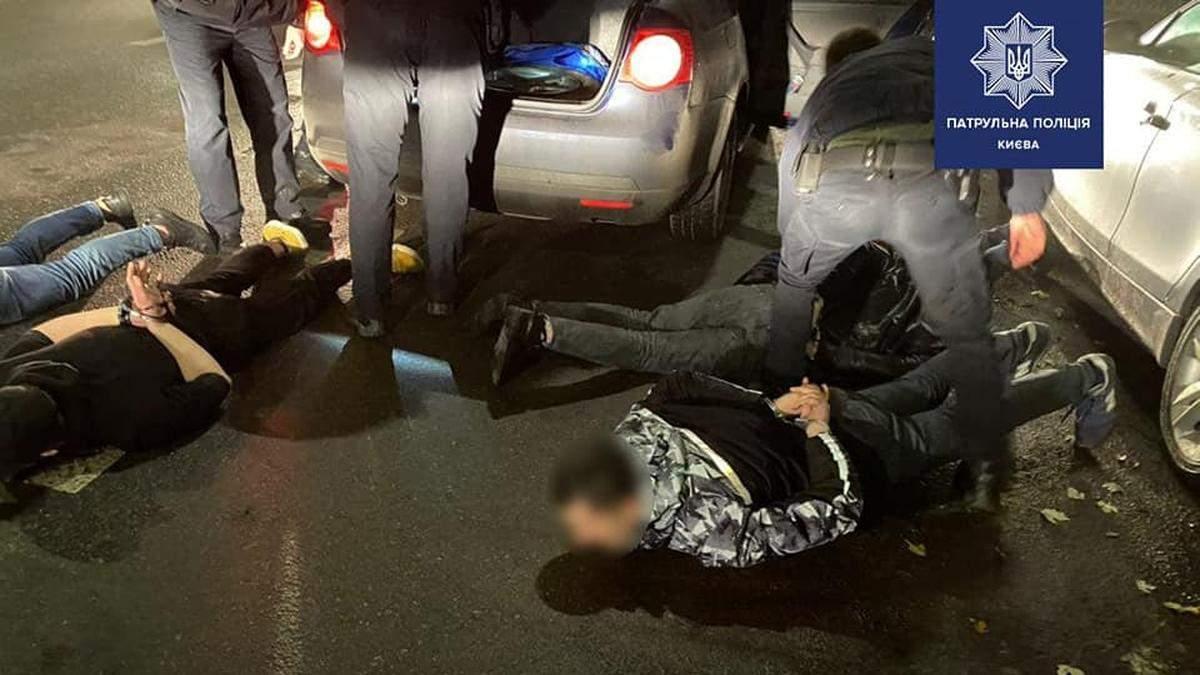 На Соломенке в Киеве задержали авто с 6 вероятными грабителями