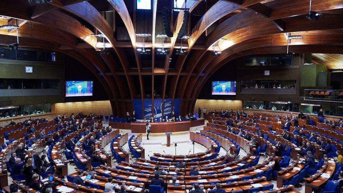 Венецианская комиссия обнародовала рекомендации к выводу о КСУ