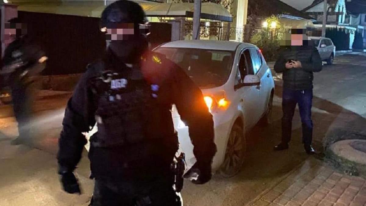 На хабарі спіймали вже 6 за пів року посадовця Одеської митниці: фото