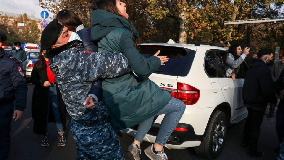 Марш гідності у Єревані 11 грудня: сутички з поліцією і затримання