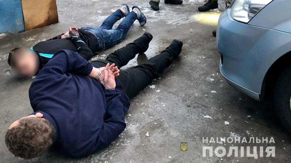 На Київщині затримали озброєних чоловіків, які стріляли по копах
