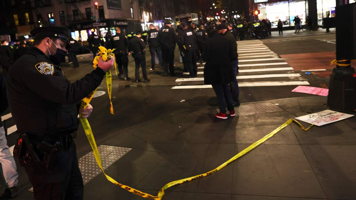 Людей разбросало: авто протаранило толпу митингующих в Нью-Йорку – видео