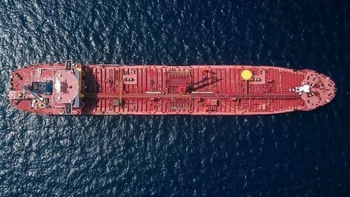 В Черном море произошел разлив нефти через заброшенный танкер