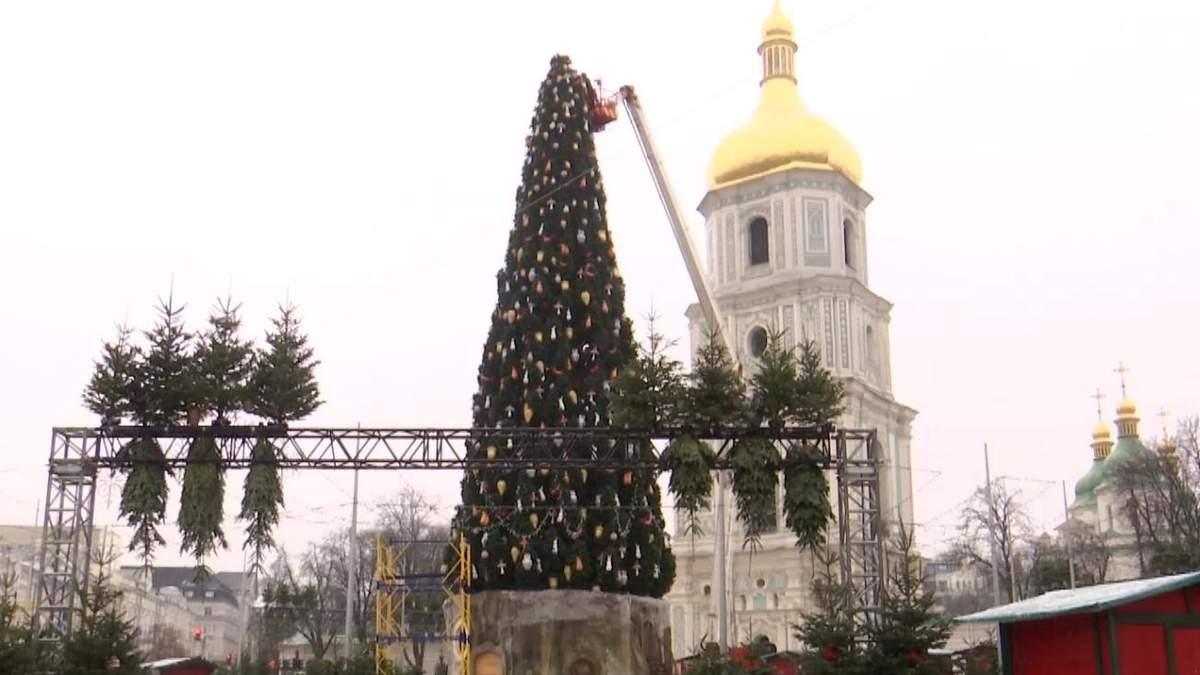 Скандал со шляпой на елке по религиозным мотивам