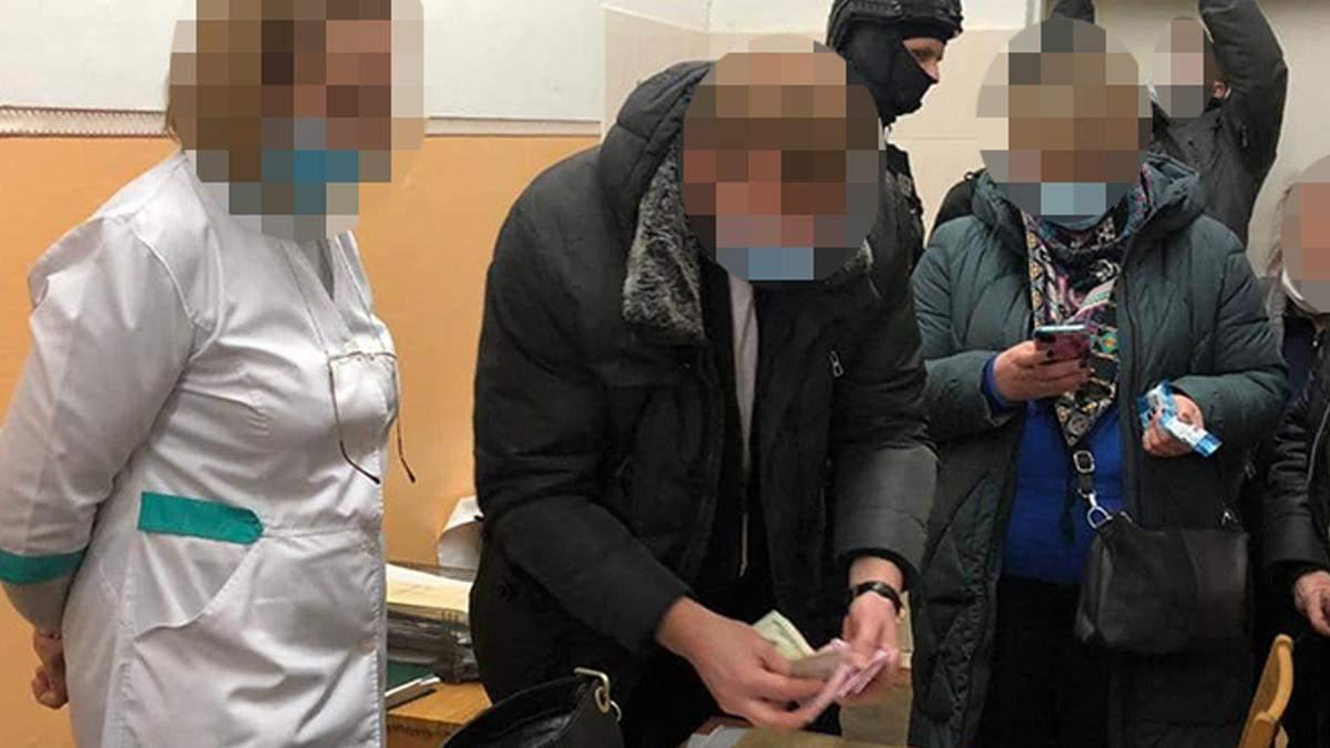 В Киеве врач требовал взятку за справку об инвалидности у ветерана АТО