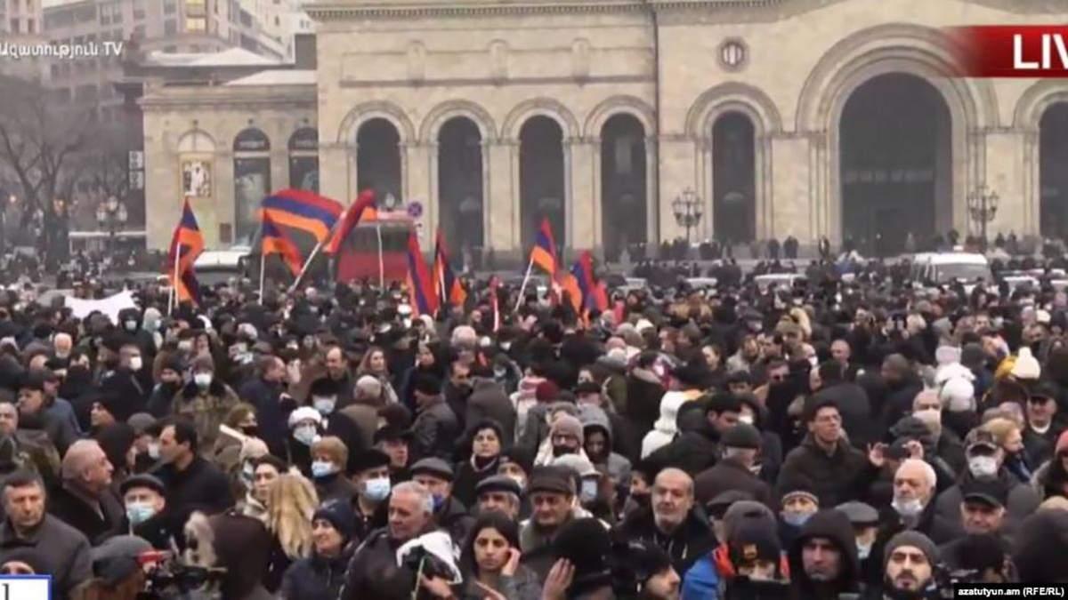 Опозиція Вірменії оголосила загальнонаціональний страйк