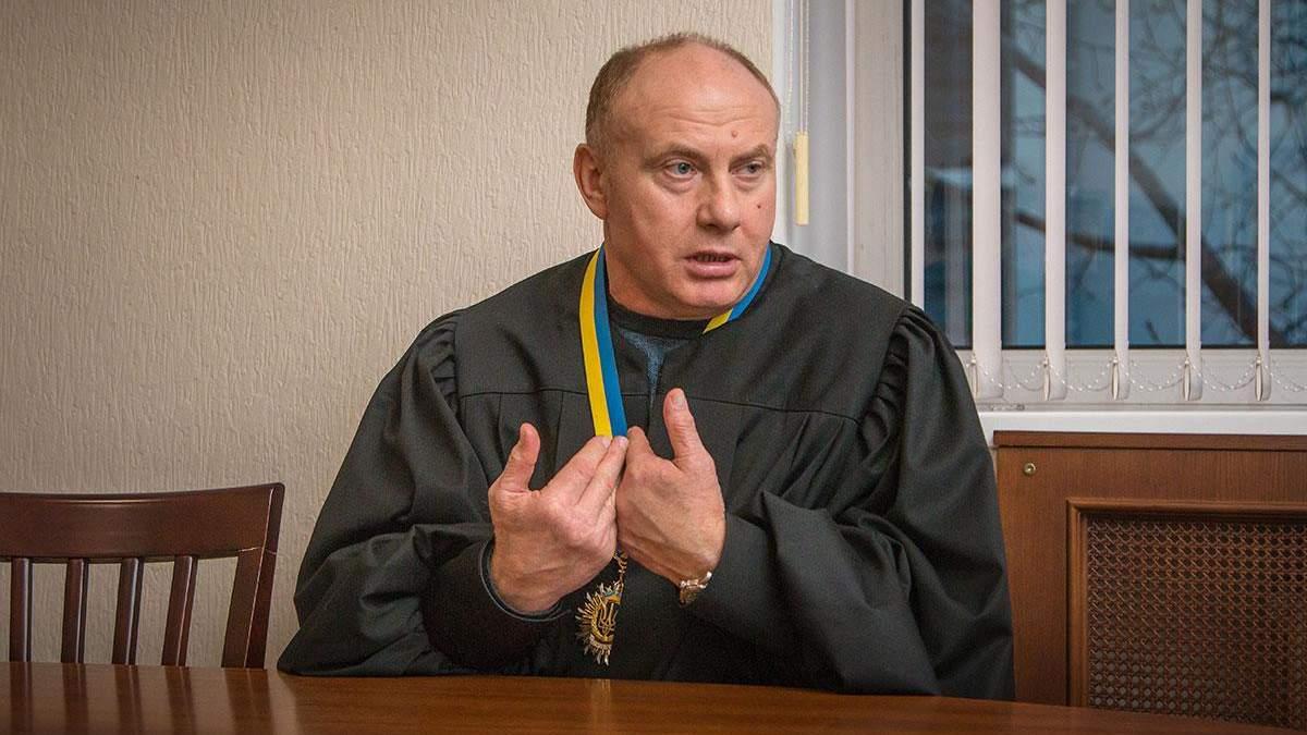 Рішення суддів, які схвалюють безкарність: знущальні вироки активістам