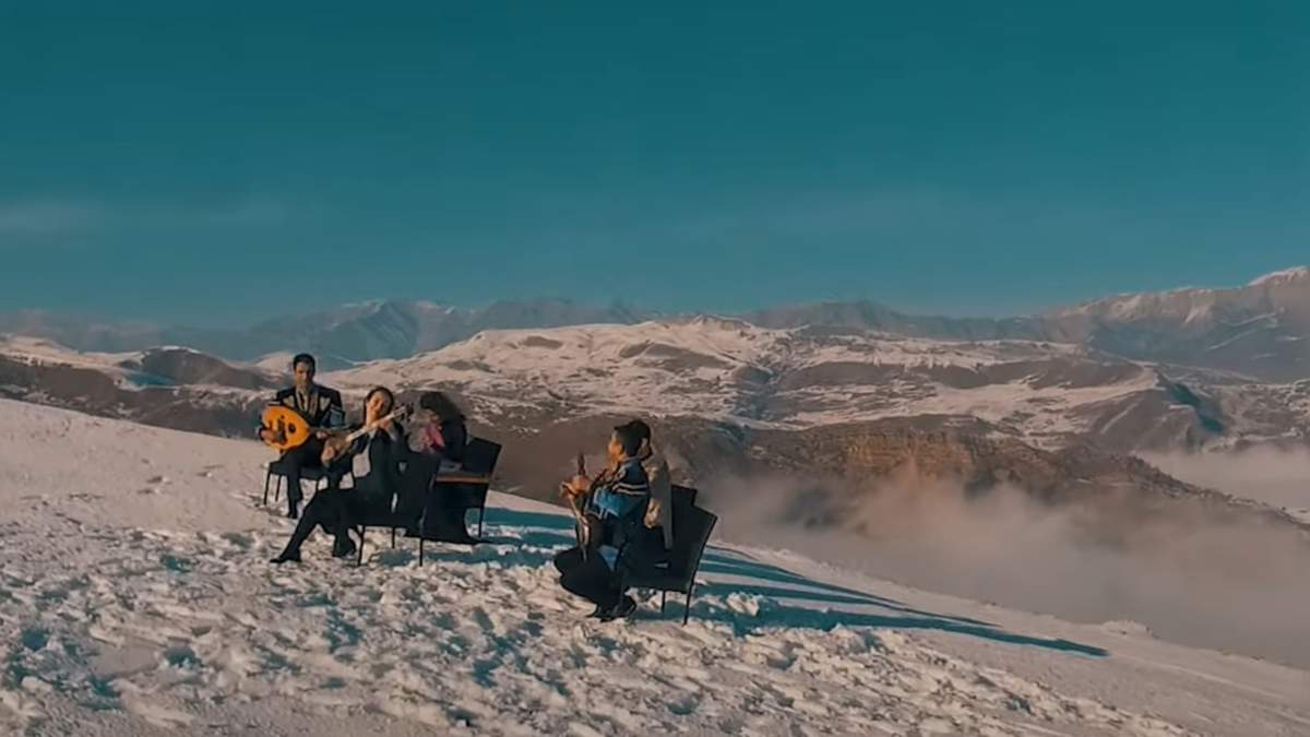 Український Щедрик залунав серед Кавказьких гір: захоплююче відео