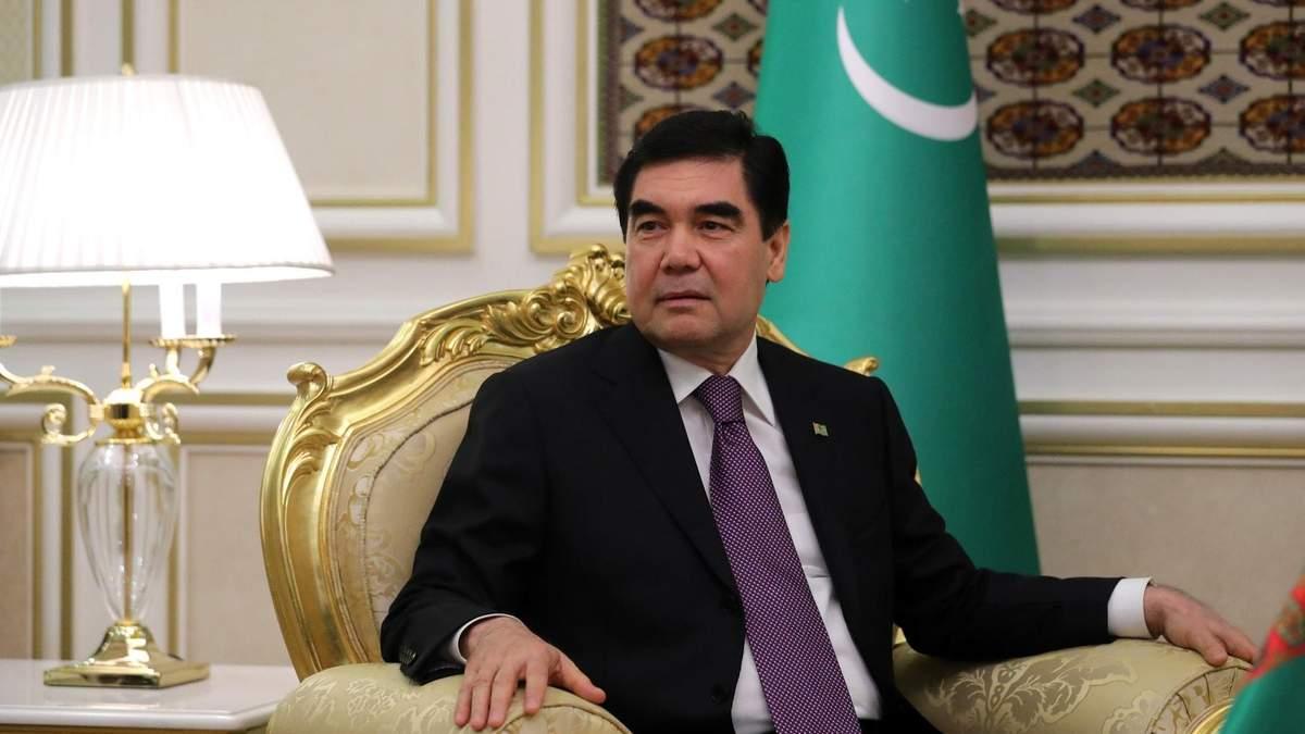 ЛідеЛідер Туркменістану запропонував лікувати COVID-19 коренем солодки