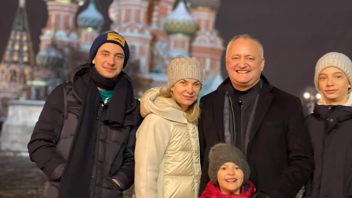 Додон после отставки уехал в Москву: встретился с рядом чиновников