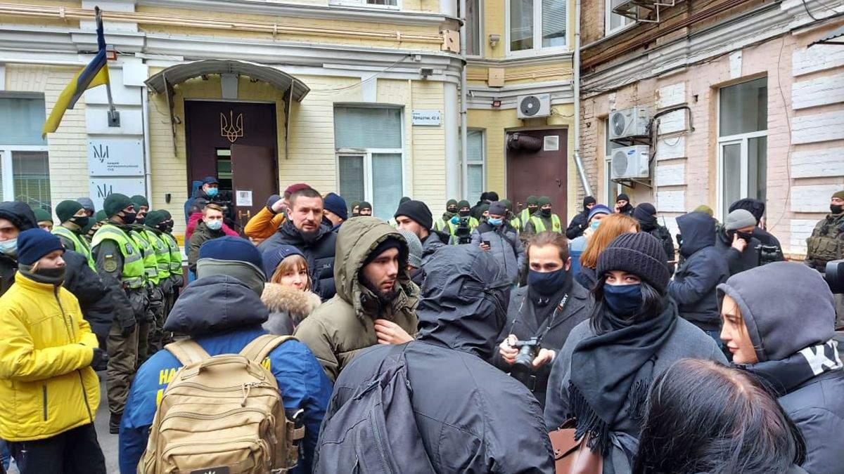 Під будівлею ВАКС влаштували мітинг з вимогою посадити Татарова