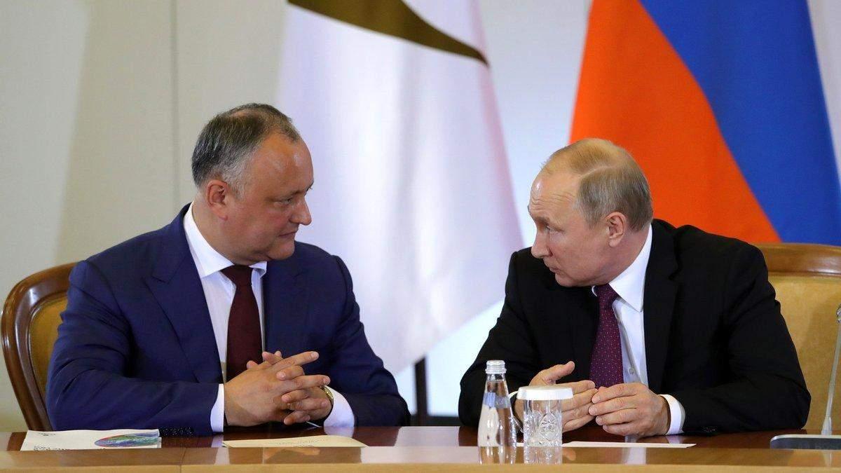 Додон готовий вакцинуватися тільки російським Спутником V