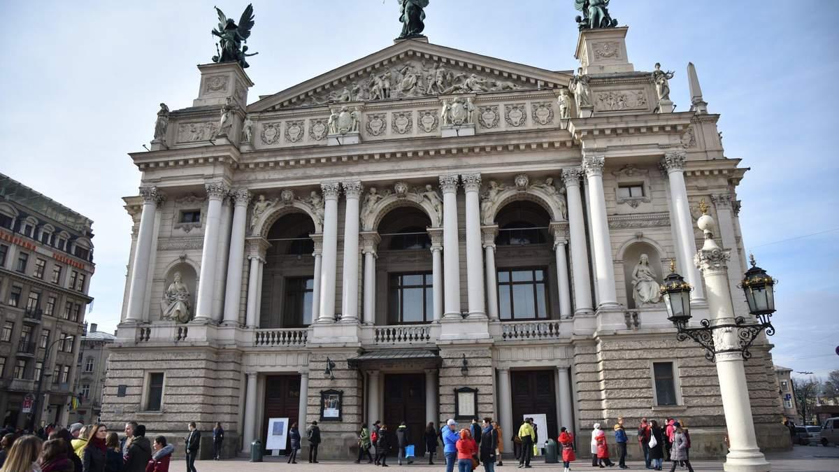 В центре Львова пьяный водитель мчался по встречной полосе: эпическое видео