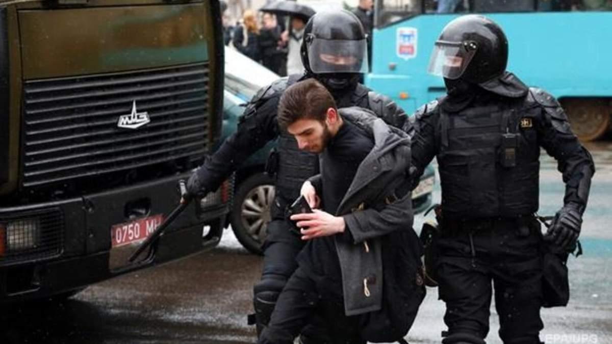 У Білорусі близько 100 учасників акцій протесту досі ув'язнені