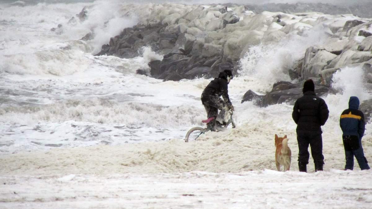 У Беринговому морі між Росією та Аляскою розлютувався потужний циклон-бомба: що відомо