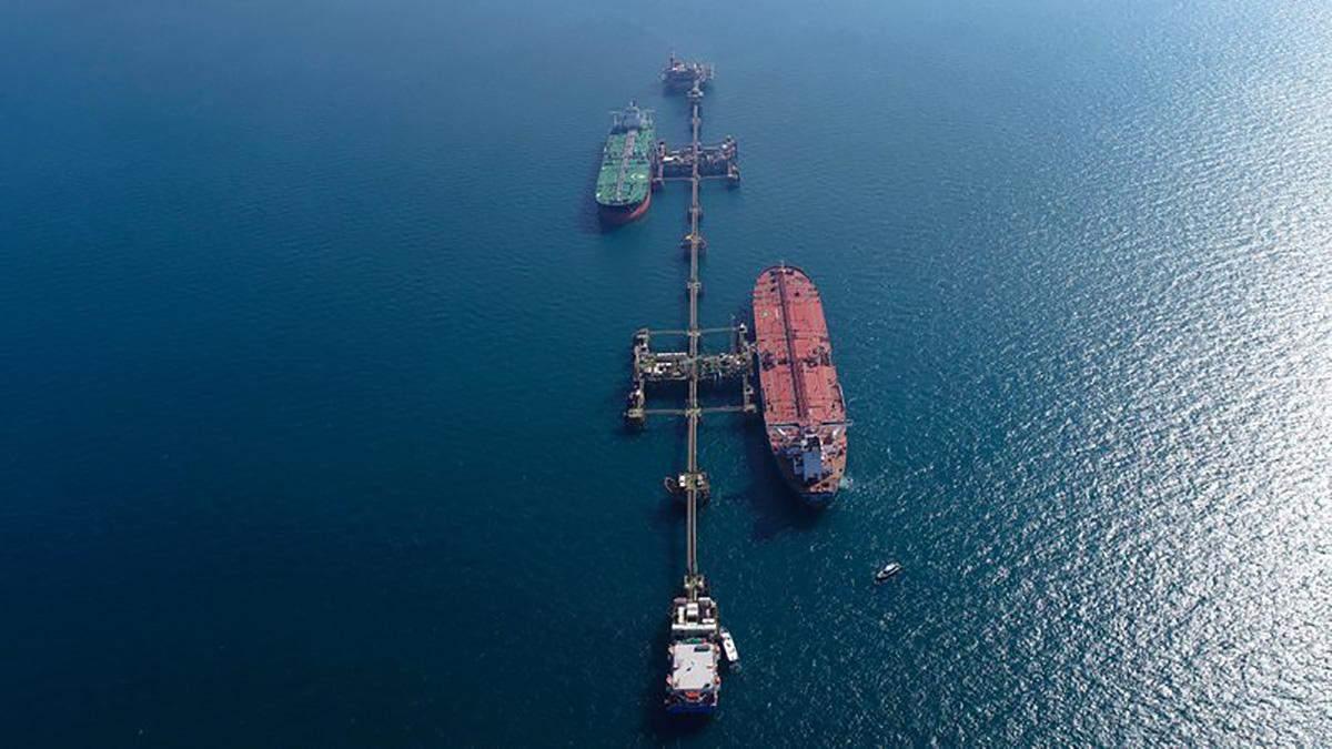 В Персидском заливе эвакуируют танкер, где нашли мину