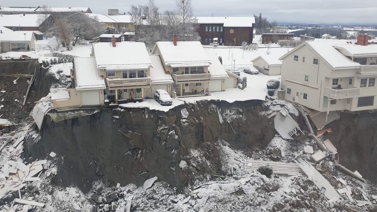 Оползень в Норвегии: спасатели ищут 10 человек