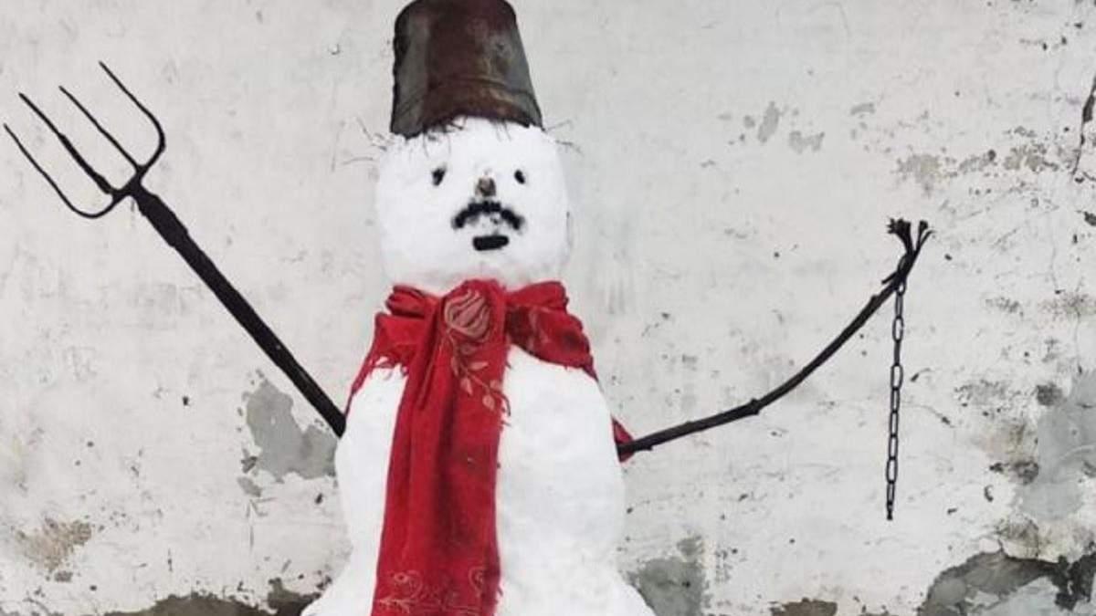 В Гомеле на мужчину составили протокол за снеговика: фото