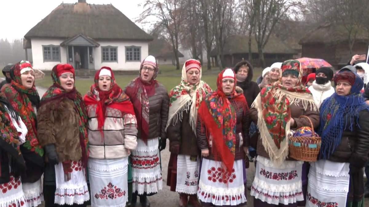 Як у Києві святкували Різдво просто неба, попри COVID-19
