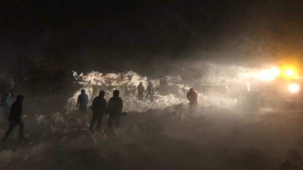 На курорте в России сошла лавина