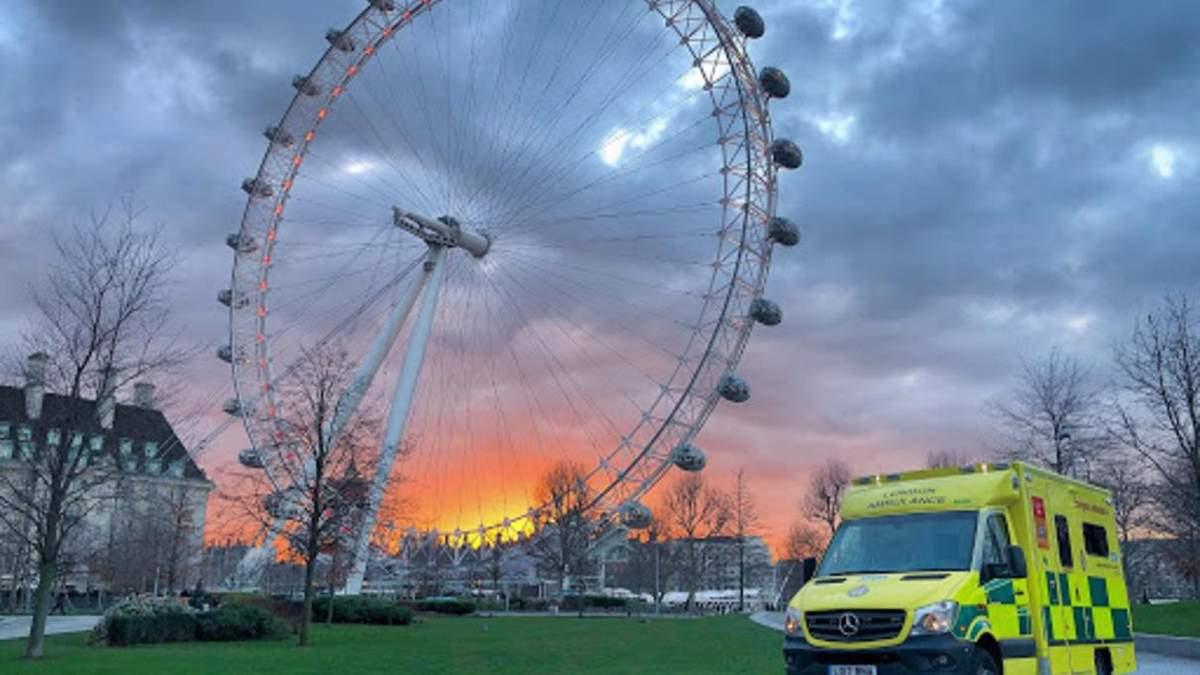 В Лондоне из-за коронавируса не хватает водителей скорой помощи