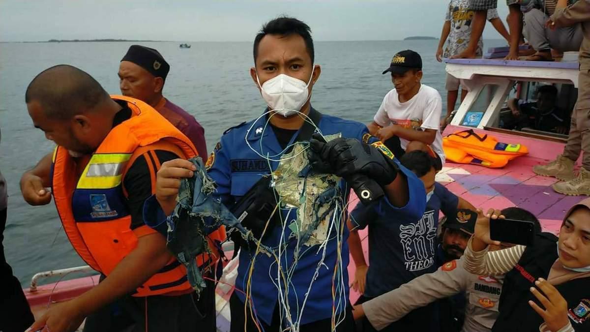 Катастрофа Boeing в Индонезии: на борту было 10 детей
