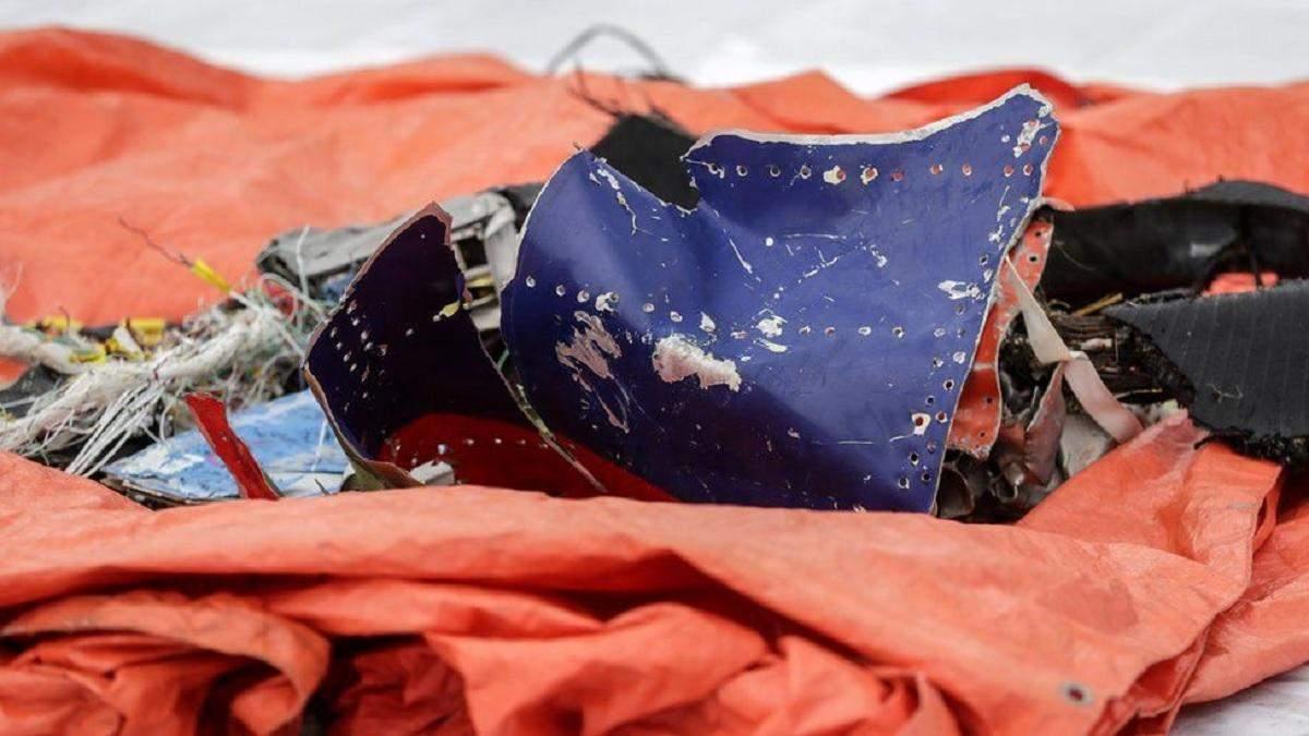 В Индонезии нашли обломки Boeing и останки тел погибших: фото