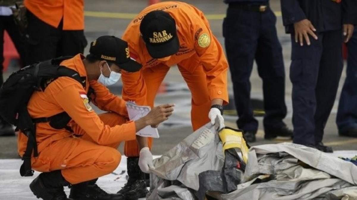 Авіакатастрофа в Індонезії: чорні скриньки Boeing знайшли