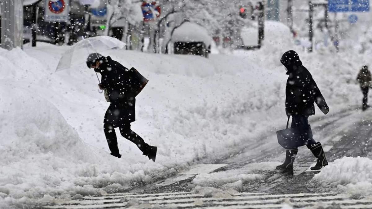 Через потужні снігопади у Японії загинуло 8 людей: фото, відео
