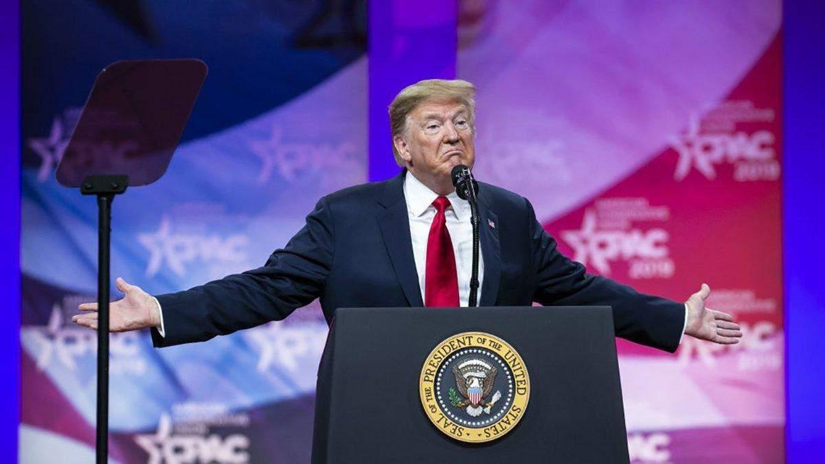 Трампа необходимо досрочно отстранить от власти: опрос американцев
