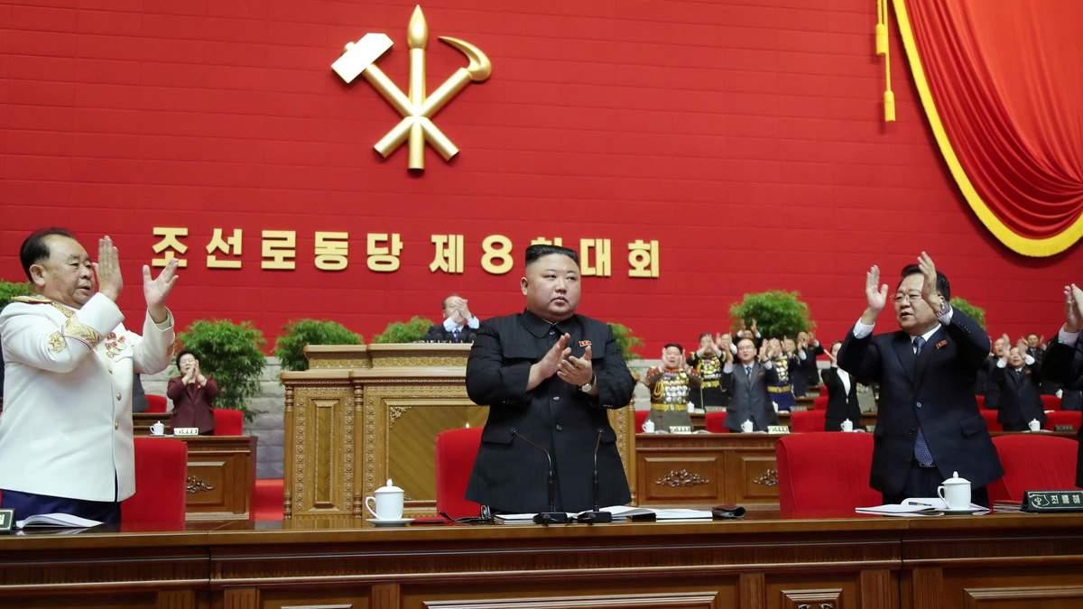 Ким Чен Ын на заседании Конгресса