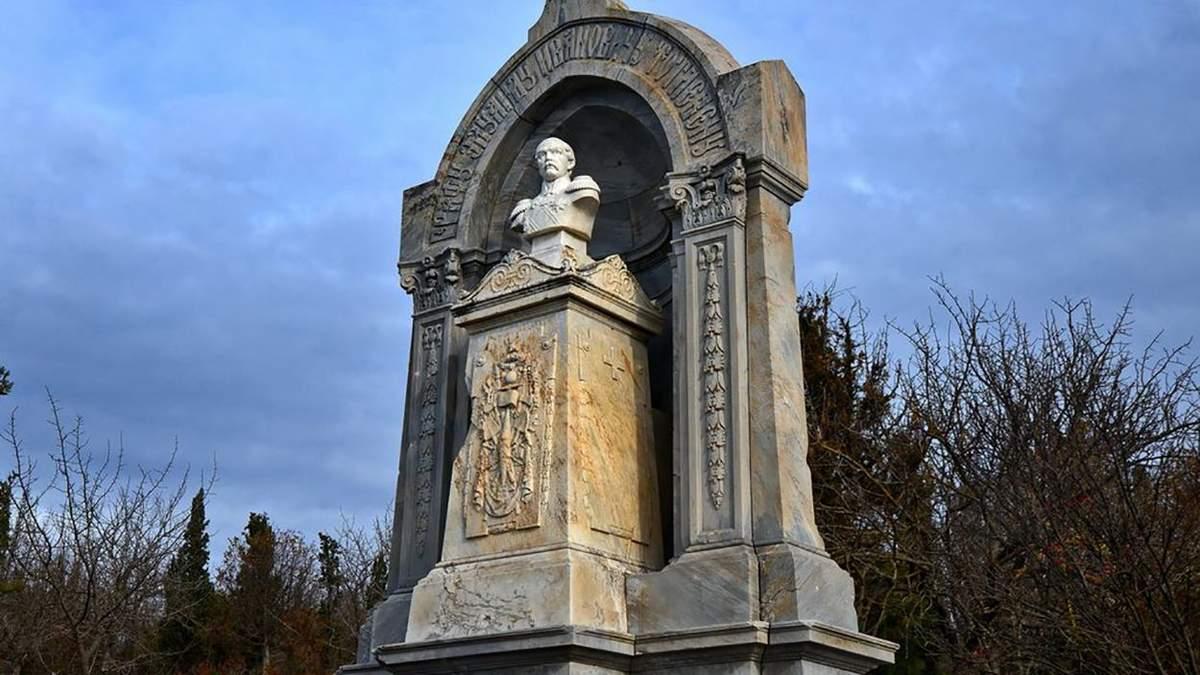 Військовий цвинтар у Севастополі перетворилося в руїну – Крим Реалії