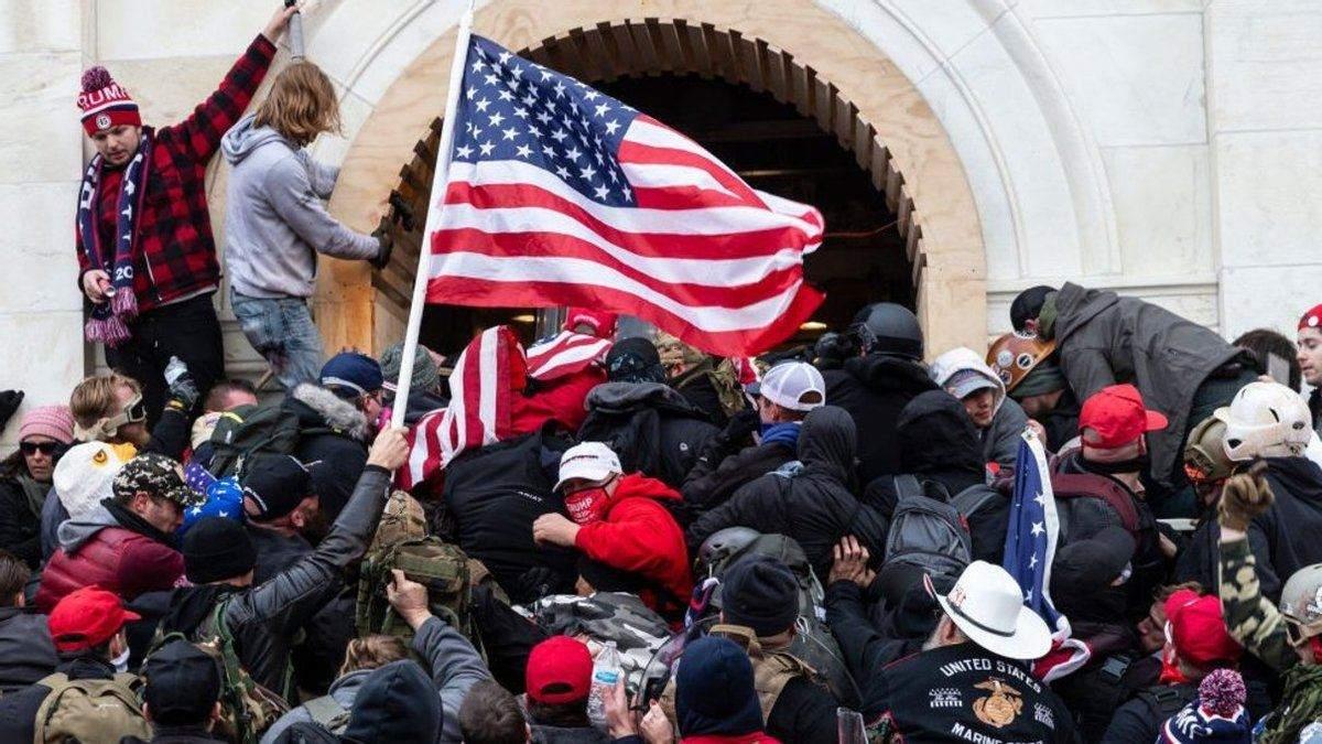 Чому штурм Капітолія у США не був мирним протестом
