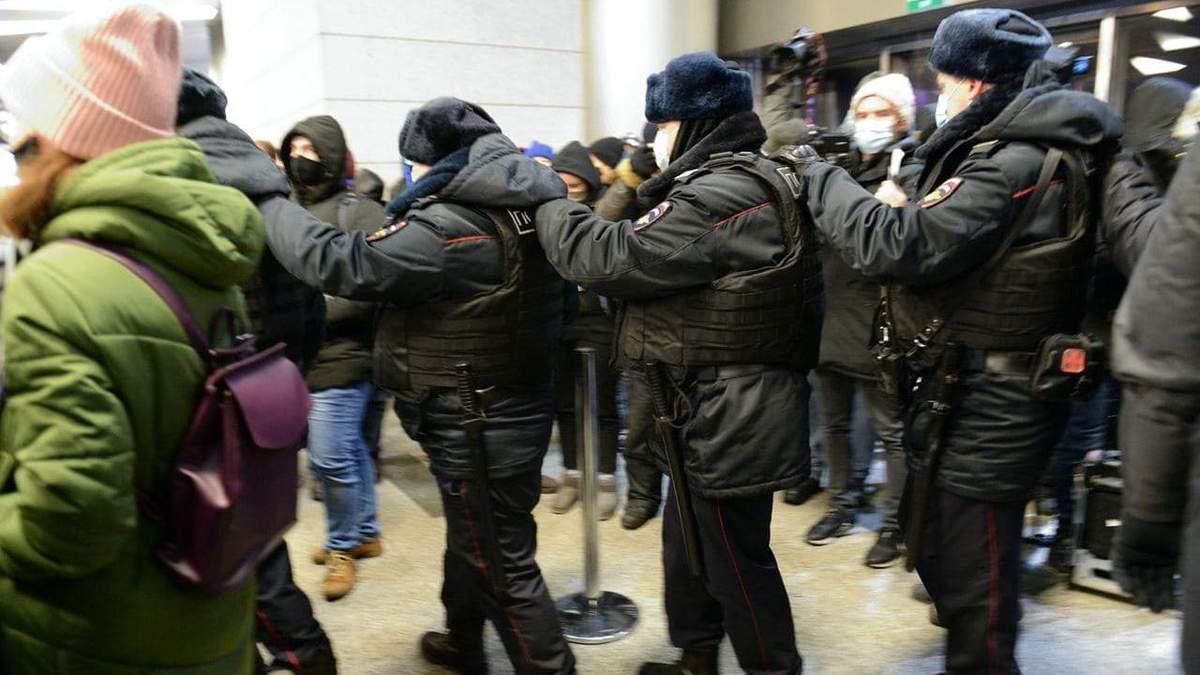Навальний повертається до Росії:  ОМОН в аеропорту розбушувався – усі деталі з Внуково
