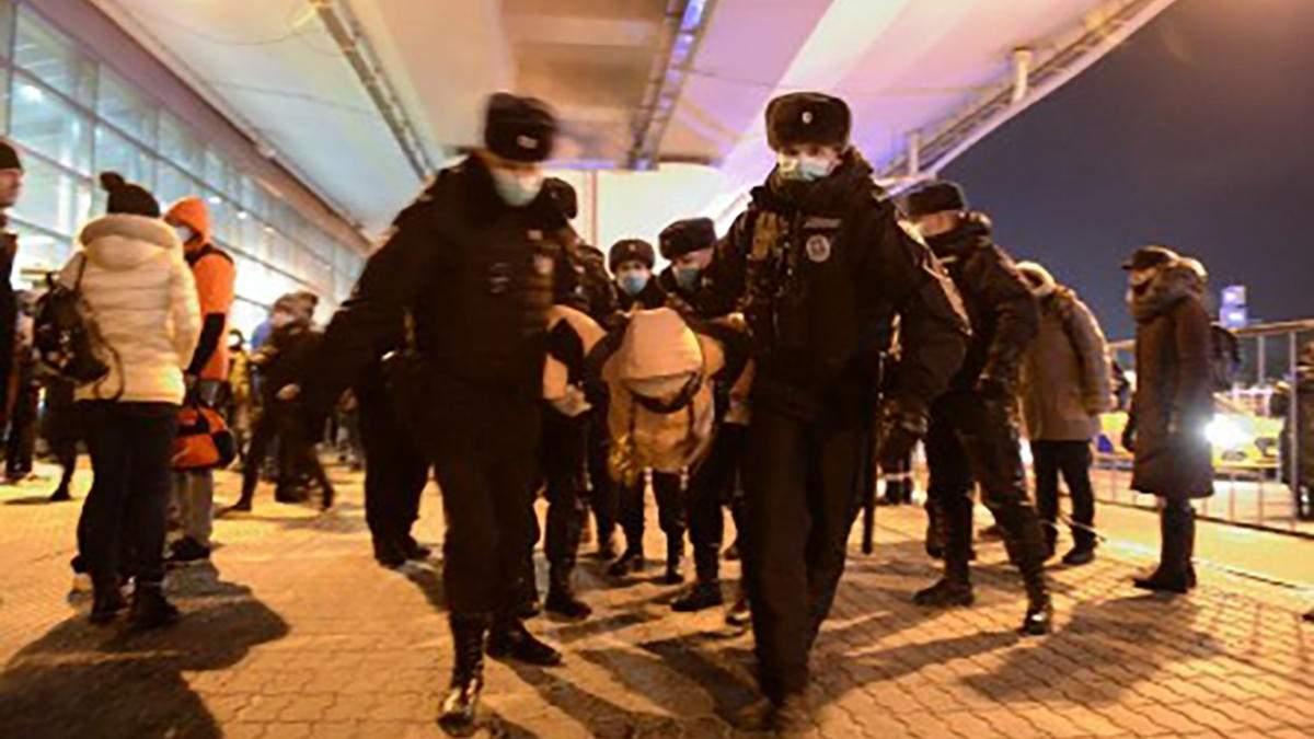В аеропорті Внуково затримали 53 осіб