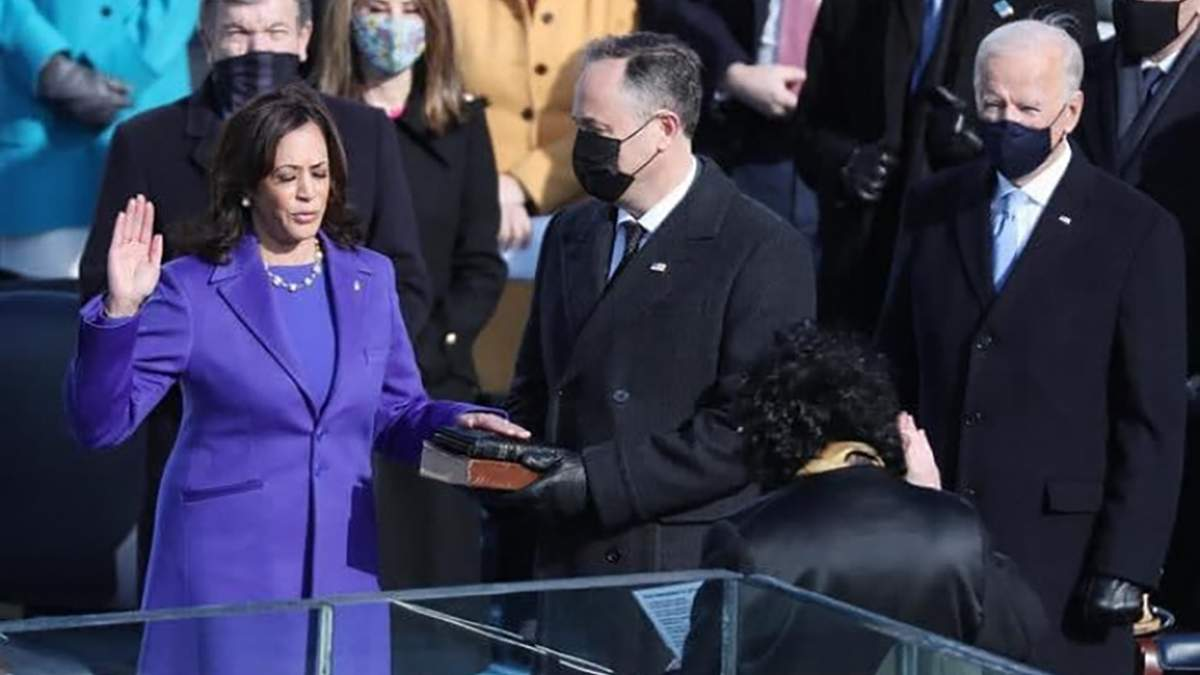 Вицепрезидентка США Камала Харрис приняла присягу
